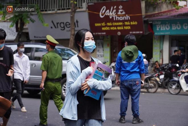 Có giám thị là F1, một điểm trường ở Hà Nội đưa ra thông báo mới - Ảnh 1.