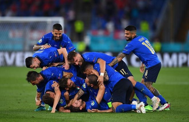 Italy vào chung kết Euro 2020 sau chiến thắng kịch tính trên chấm luân lưu - Ảnh 29.