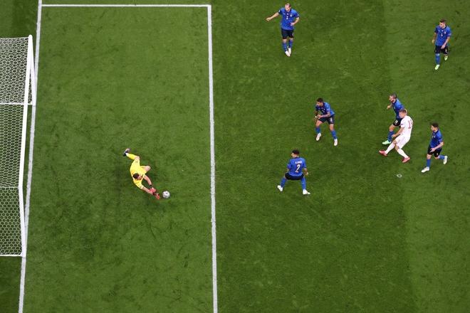 Italy vào chung kết Euro 2020 sau chiến thắng kịch tính trên chấm luân lưu - Ảnh 12.