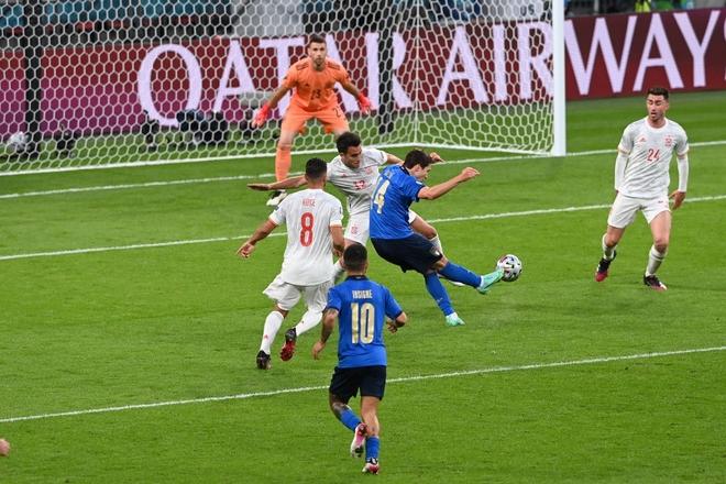 Italy vào chung kết Euro 2020 sau chiến thắng kịch tính trên chấm luân lưu - Ảnh 8.