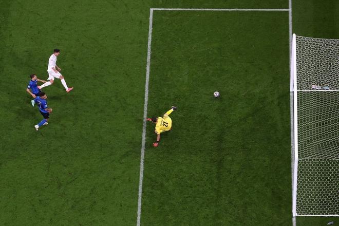 Italy vào chung kết Euro 2020 sau chiến thắng kịch tính trên chấm luân lưu - Ảnh 6.
