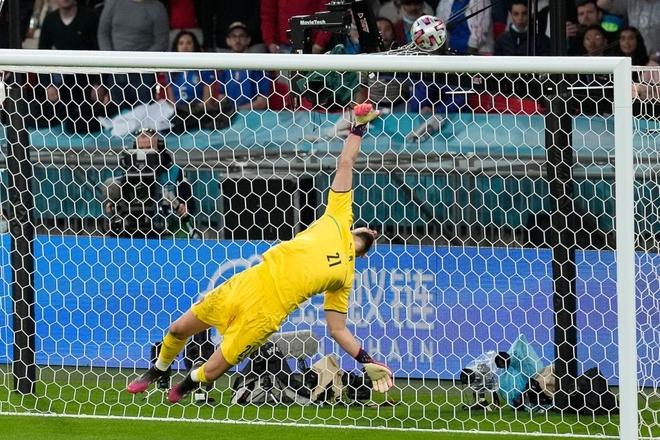 Italy vào chung kết Euro 2020 sau chiến thắng kịch tính trên chấm luân lưu - Ảnh 9.