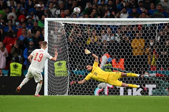 Italy vào chung kết Euro 2020 sau chiến thắng kịch tính trên chấm luân lưu - Ảnh 4.