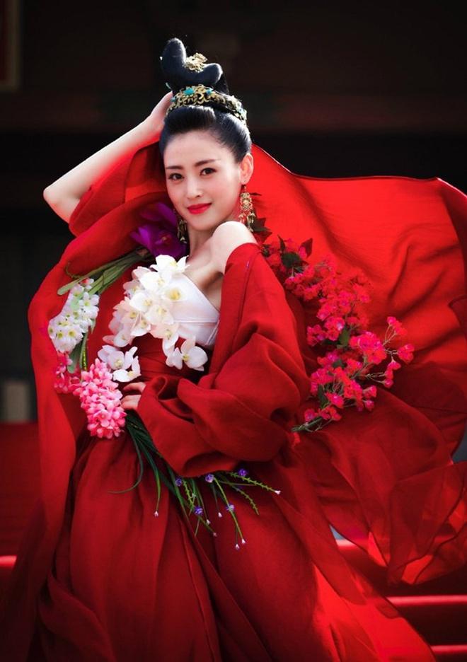 """Đọ sắc mỹ nhân Hoa - Hàn đóng cùng vai diễn: Cúc Tịnh Y lép vế trước """"nữ hoàng dao kéo"""", Shin Hye Sun không sexy bằng bản gốc - Ảnh 8."""