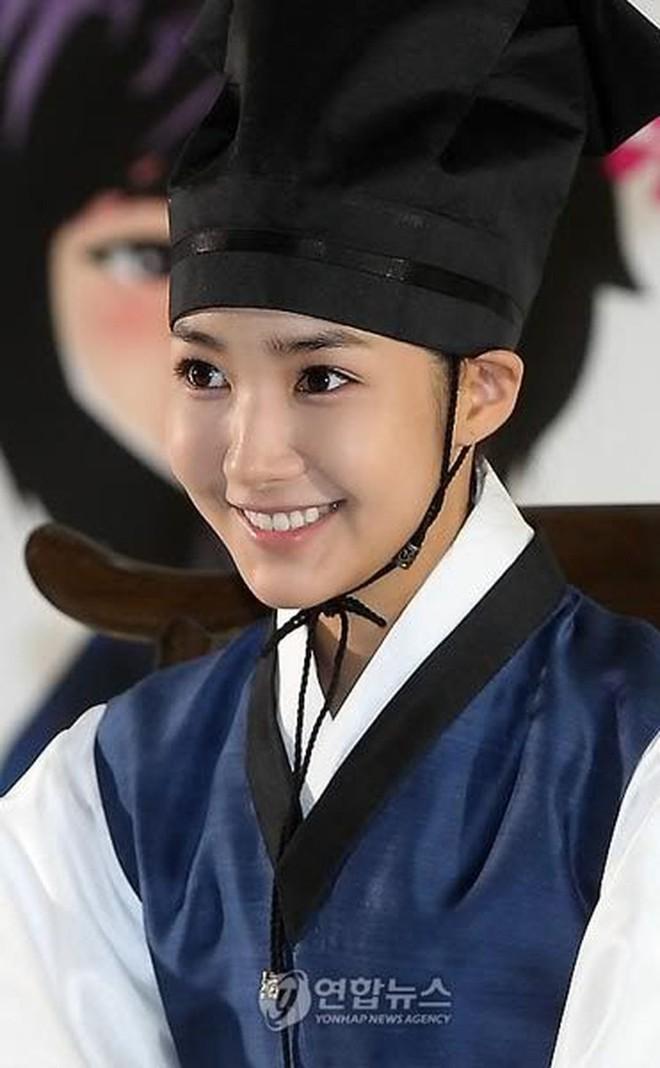 """Đọ sắc mỹ nhân Hoa - Hàn đóng cùng vai diễn: Cúc Tịnh Y lép vế trước """"nữ hoàng dao kéo"""", Shin Hye Sun không sexy bằng bản gốc - Ảnh 1."""