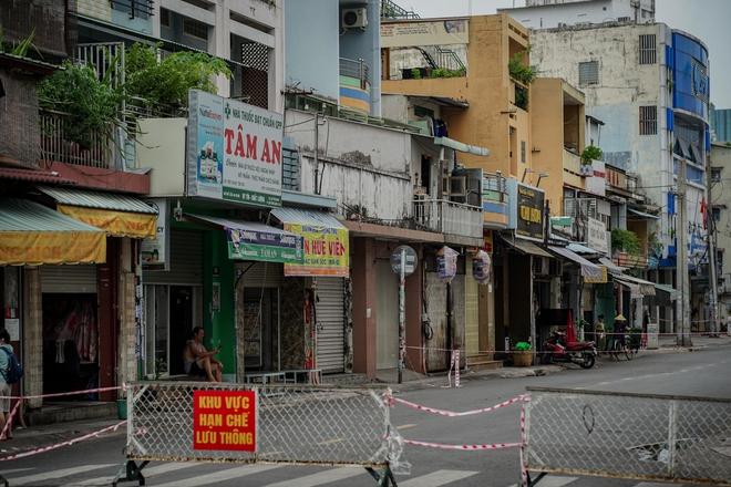 Sài Gòn sẽ lại mỉm cười, và ta sẽ bồi hồi nhớ về lúc này vì đó là: Những ngày đáng nhớ mà tất cả đã cùng nhau vượt qua!!! - Ảnh 1.