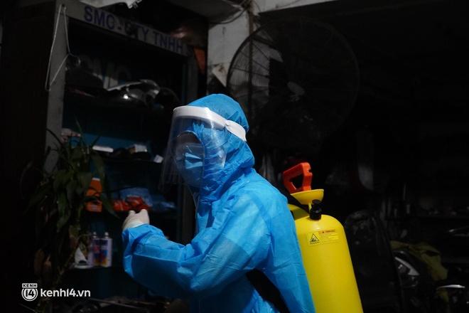 Hà Nội: Phong toả tạm thời ngõ 651 Minh Khai do có 20 ca nghi nhiễm Covid-19 - ảnh 5