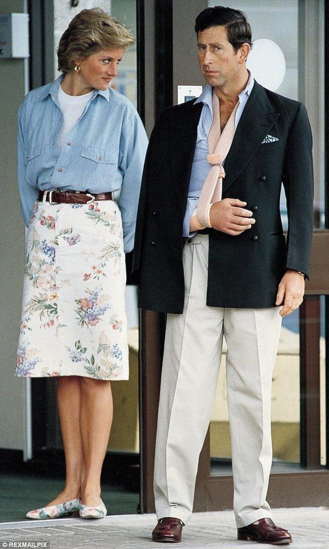 Công nương Diana không bao giờ mang giày cao quá 5cm khi còn làm vợ Thái tử Charles, nguyên nhân do đâu? - ảnh 2