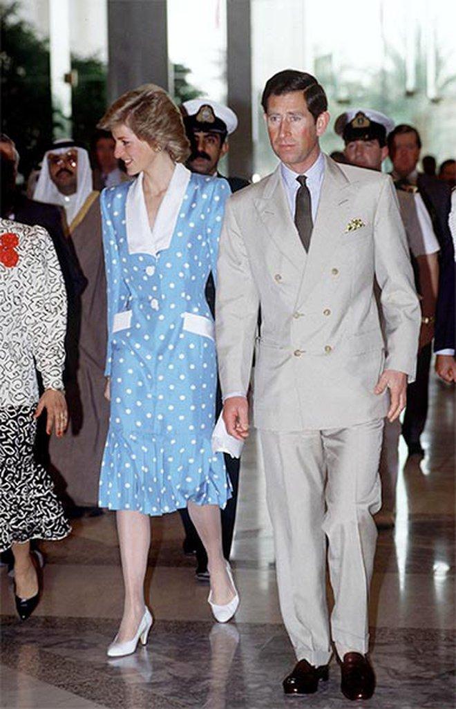 Công nương Diana không bao giờ mang giày cao quá 5cm khi còn làm vợ Thái tử Charles, nguyên nhân do đâu? - ảnh 1