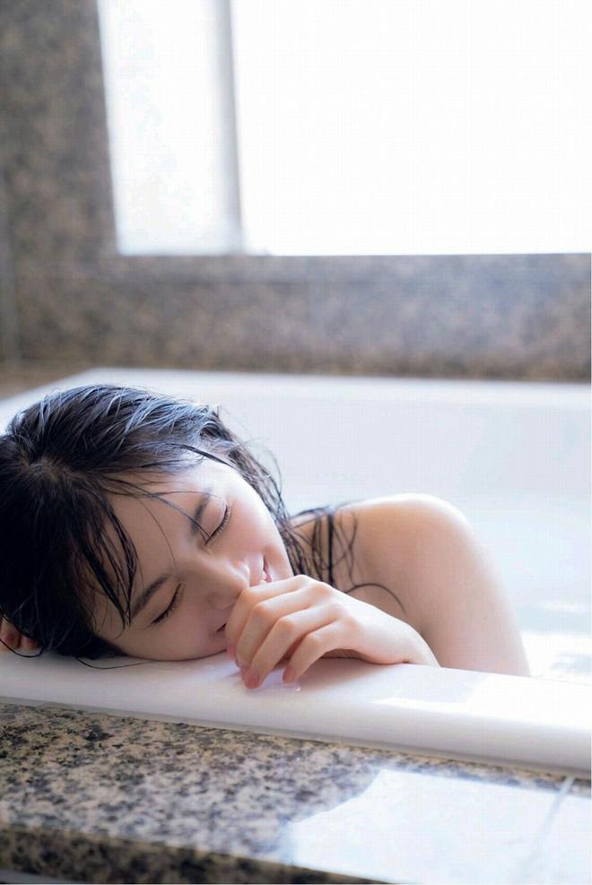 3 bộ phận trên cơ thể nữ giới càng chà xát nhiều khi tắm thì càng đẩy nhanh quá trình lão hóa, không muốn già nhanh thì đừng làm - ảnh 1