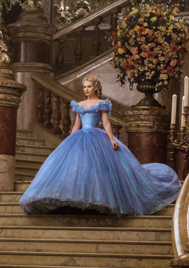 7 bí mật đằng sau váy Lọ Lem của Lily James: Khoảnh khắc kinh diễm lại gây ám ảnh, thốn nhất là khâu đi vệ sinh - ảnh 4