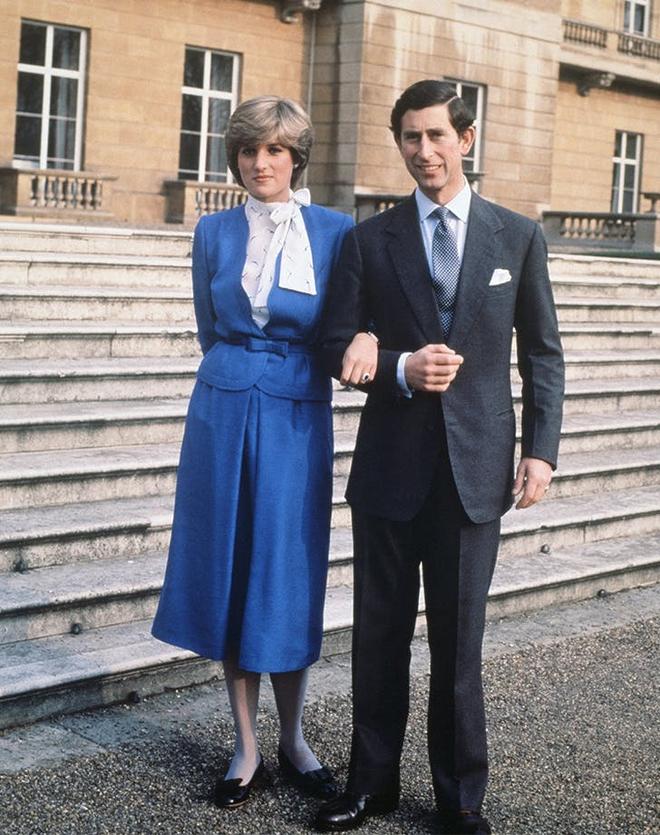 Công nương Diana không bao giờ mang giày cao quá 5cm khi còn làm vợ Thái tử Charles, nguyên nhân do đâu? - ảnh 10