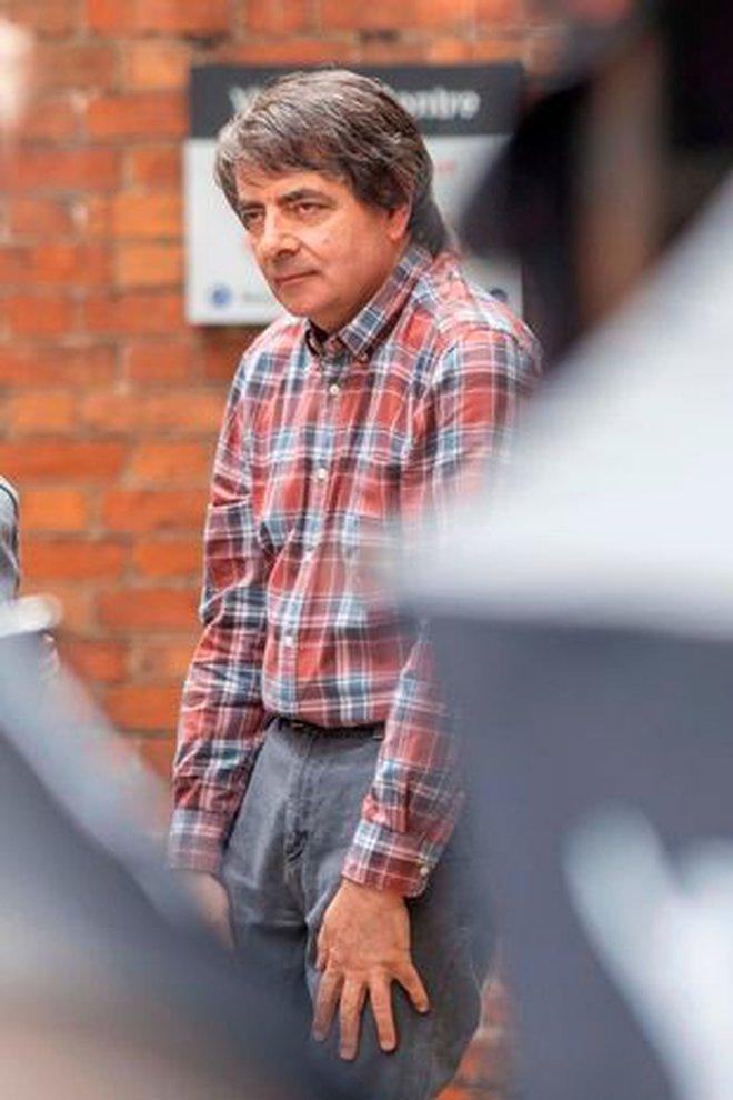 """Choáng váng diện mạo mới của """"Mr. Bean"""" Rowan Atkinson: Tóc bạc """"dừ"""" như U80, tiều tụy xuống sắc khó nhận ra - Ảnh 4."""