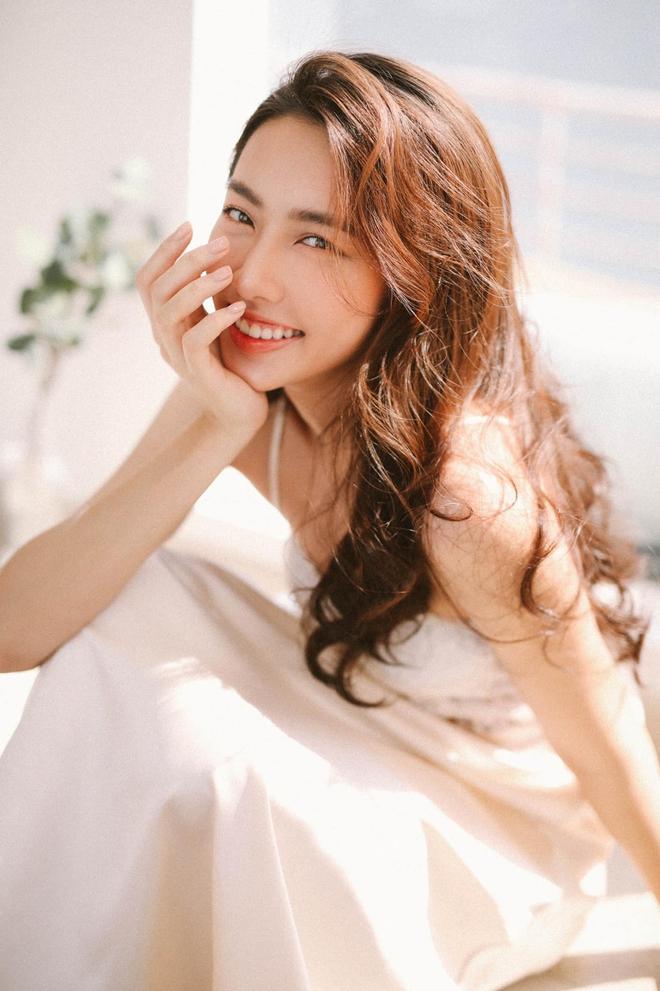 Chính thức: Đây là người đẹp đại diện Việt Nam chinh chiến Hoa hậu Hòa bình Quốc tế 2021, Mai Phương Thuý và dàn sao chúc mừng - Ảnh 8.