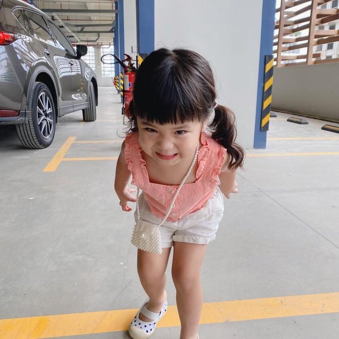 Cô bé 3 tuổi nói chưa sõi vẫn hoá DJ quẩy cực sung, lém quá trời lém! - Ảnh 5.
