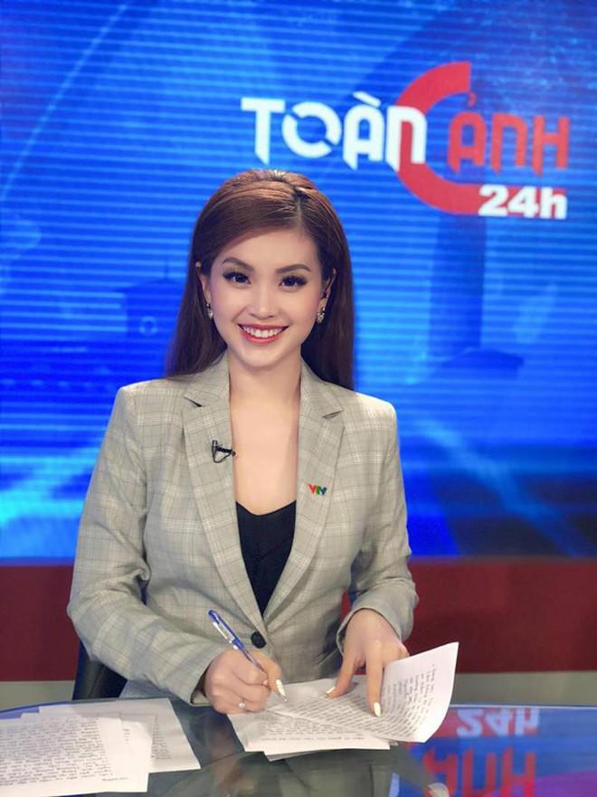 Á hậu Huyền My chính thức trở thành BTV truyền hình sau 7 năm đăng quang, visual lên sóng chưa chi đã thấy mê lắm rồi - Ảnh 8.