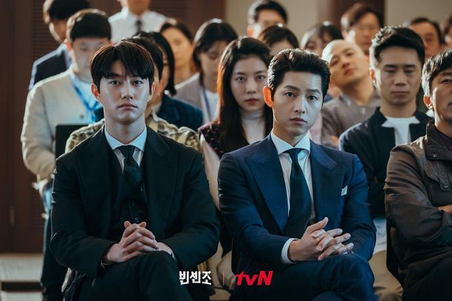 9 nhân vật bị khai tử oan ức ở phim Hàn: Xem đến nam phụ Crash Landing On You mà muốn đốt nhà biên kịch - Ảnh 22.