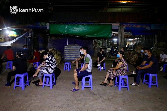 Hà Nội: Phong tỏa khu vực hải sản trong chợ Long Biên, tập trung truy vết liên quan ca Covid-19 từng đến đây - ảnh 7