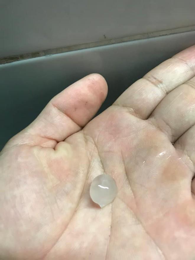 TP.HCM bất ngờ xuất hiện mưa đá kèm sấm chớp, chuyên gia lý giải hiện tượng - Ảnh 1.
