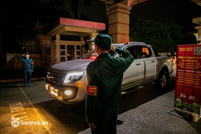 Ảnh: Quân đội xuất quân ngay trong đêm, kiểm soát gần 300 chốt khắp quận huyện TP.HCM - Ảnh 10.