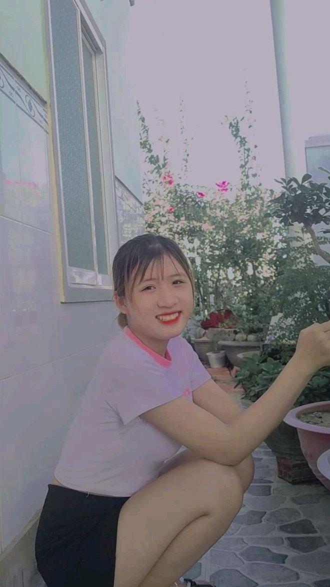"""""""Em Chi, đi phụ hồ mà mang guốc"""" khiến Lộc Fuho bực mình: Sinh năm 2005, nhan sắc ngoài đời khiến netizen xin slot làm rể - Ảnh 7."""