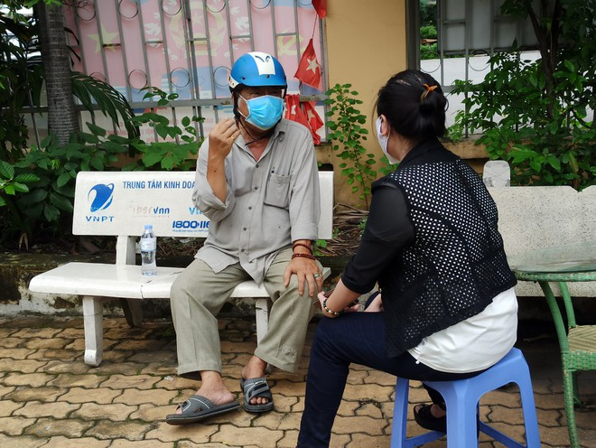 TP.HCM: Đi mua thuốc không được, cụ ông 74 tuổi bị tai biến được cán bộ UBND phường làm điều bất ngờ sau 10 phút - Ảnh 2.