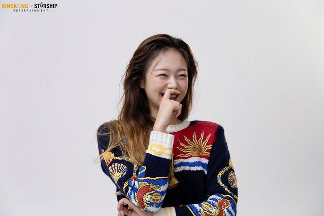 Thành viên bị ghét nhất Running Man Jeon So Min lột xác khó nhận ra: Ảnh tạp chí đã xinh ngất, hậu trường còn mê hơn - ảnh 10