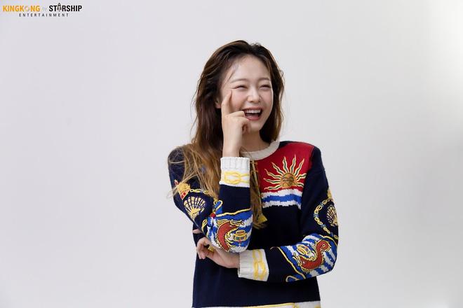 Thành viên bị ghét nhất Running Man Jeon So Min lột xác khó nhận ra: Ảnh tạp chí đã xinh ngất, hậu trường còn mê hơn - ảnh 11