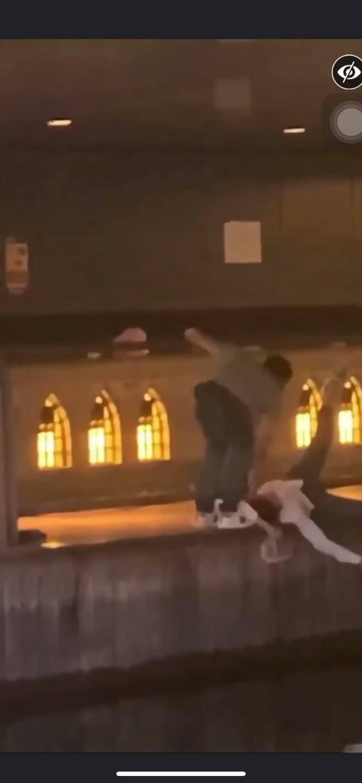 Phẫn nộ clip nam thanh niên thản nhiên livestream cảnh 1 nạn nhân bị đẩy ngã xuống sông ở Nhật Bản: Đúng rồi, đạp nó xuống - ảnh 5