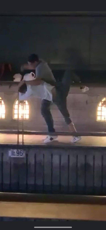 Phẫn nộ clip nam thanh niên thản nhiên livestream cảnh 1 nạn nhân bị đẩy ngã xuống sông ở Nhật Bản: Đúng rồi, đạp nó xuống - ảnh 2
