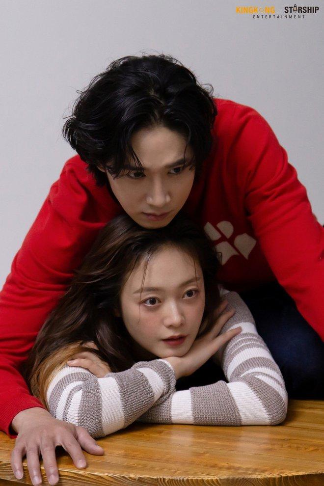 Thành viên bị ghét nhất Running Man Jeon So Min lột xác khó nhận ra: Ảnh tạp chí đã xinh ngất, hậu trường còn mê hơn - ảnh 17