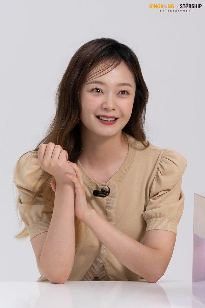 Thành viên bị ghét nhất Running Man Jeon So Min lột xác khó nhận ra: Ảnh tạp chí đã xinh ngất, hậu trường còn mê hơn - ảnh 9