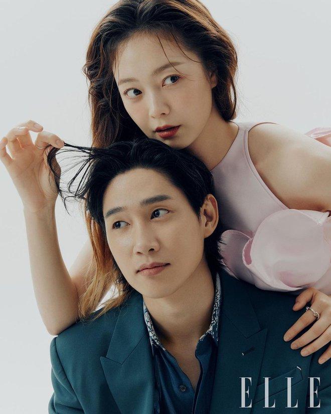 Thành viên bị ghét nhất Running Man Jeon So Min lột xác khó nhận ra: Ảnh tạp chí đã xinh ngất, hậu trường còn mê hơn - ảnh 1