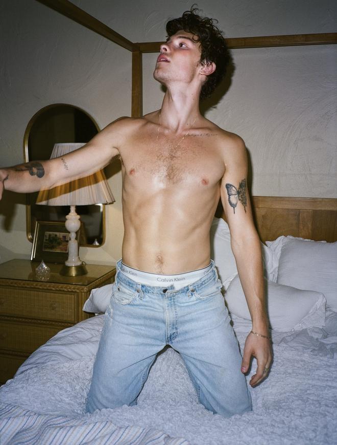 Shawn Mendes cởi sạch, lấy đàn che bộ phận nhạy cảm trên tạp chí, visual đỉnh cao nhưng đừng kéo xuống đôi chân - ảnh 6
