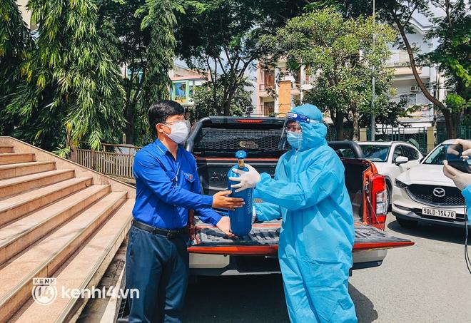 """""""Cha đẻ"""" ATM gạo cho ra đời ATM Oxy và câu chuyện bình oxy cứu sống một người cha ở Sài Gòn trong đêm - ảnh 11"""