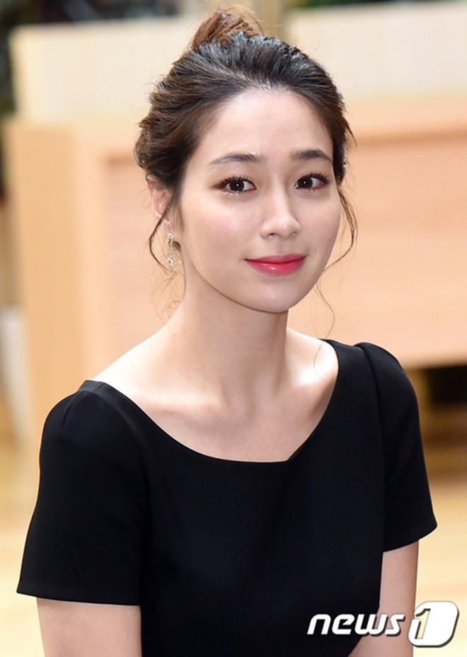 Cuộc hẹn hò không ai ngờ: Son Ye Jin đưa Hyun Bin đi chơi golf với... tình địch của Song Hye Kyo - ảnh 3