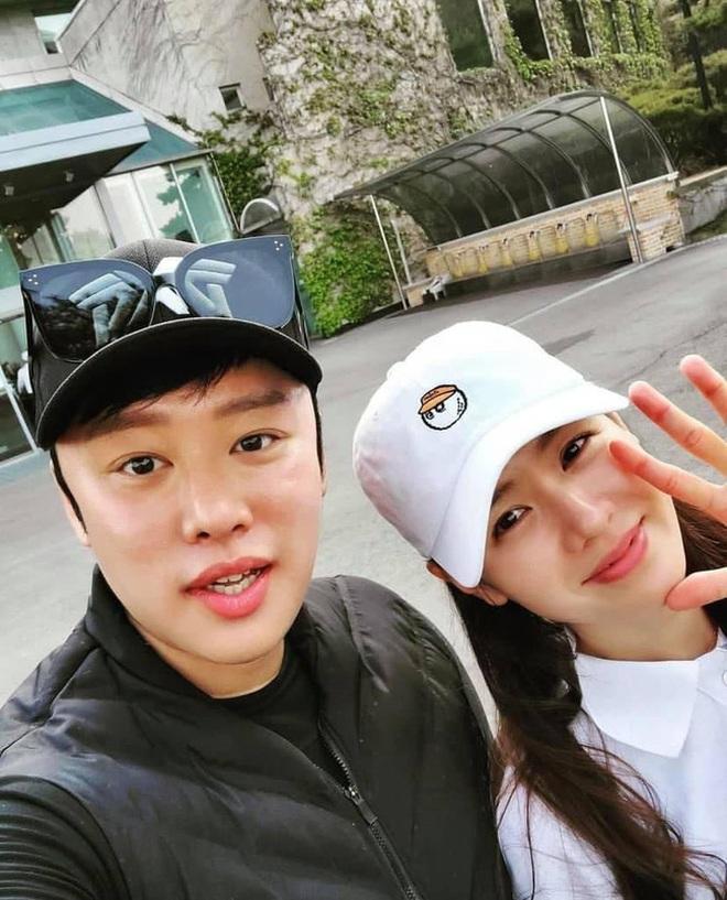 Cuộc hẹn hò không ai ngờ: Son Ye Jin đưa Hyun Bin đi chơi golf với... tình địch của Song Hye Kyo - ảnh 4