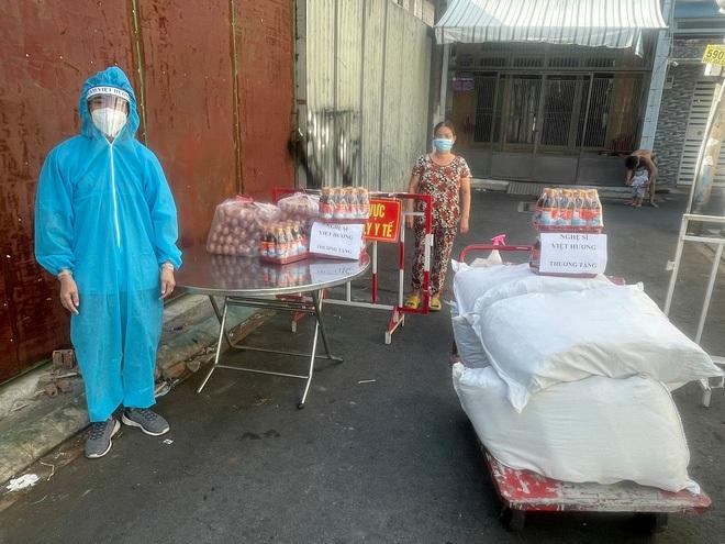 Mua xe cứu thương tặng ông Đoàn Ngọc Hải, Việt Hương bị chửi bới ra sao? - ảnh 3