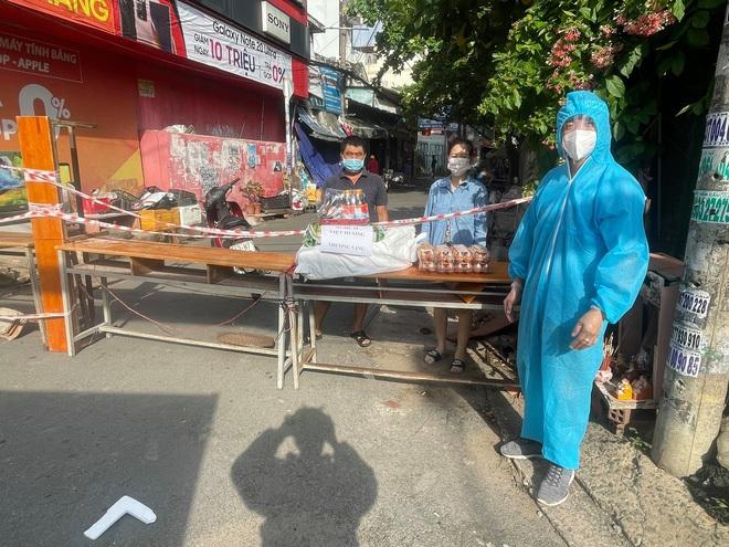 Mua xe cứu thương tặng ông Đoàn Ngọc Hải, Việt Hương bị chửi bới ra sao? - ảnh 4