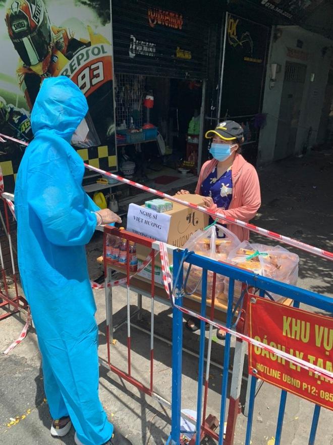 Mua xe cứu thương tặng ông Đoàn Ngọc Hải, Việt Hương bị chửi bới ra sao? - ảnh 8