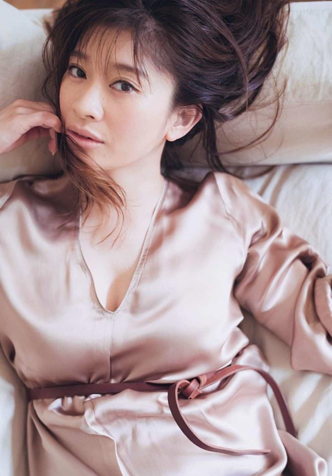 """Nóng: Nữ minh tinh Nhật bỏ chồng già U75, ngoại tình với """"phi công"""" kém 14 tuổi đình đám Kbiz Kwangsoo - Ảnh 2."""