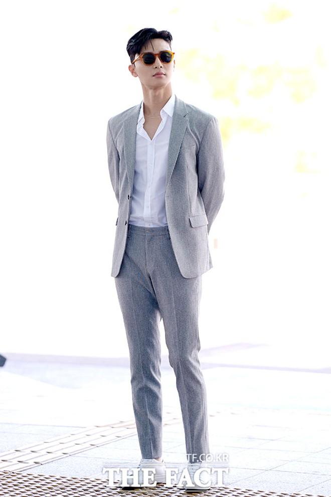 Gần 3 triệu người phát cuồng vì ảnh Park Seo Joon... ngồi ghế, tất cả chỉ dán mắt vào 1 bộ phận này của tài tử Captain Marvel - Ảnh 7.