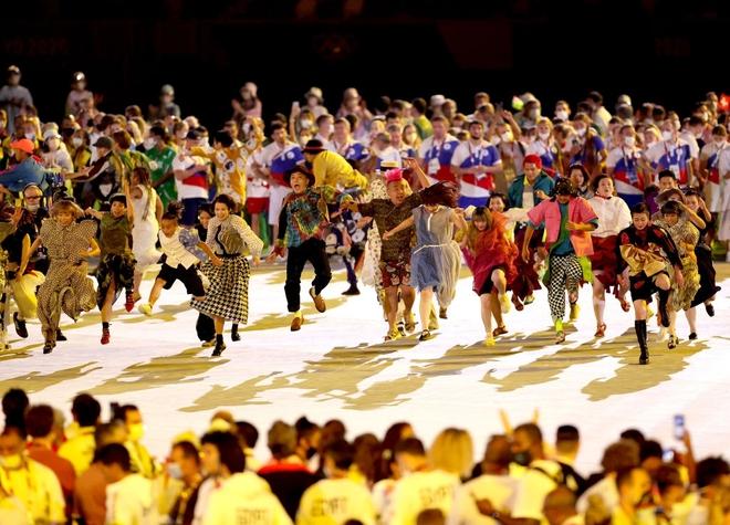 Bế mạc Olympic Tokyo 2020: Không dài lê thê phát buồn ngủ như khai mạc, ngày khép lại Thế vận hội đặc biệt nhất lịch sử tràn ngập tiếng cười, lắng đọng và ấn tượng - Ảnh 20.
