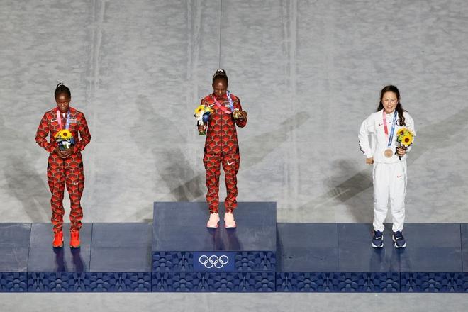 Bế mạc Olympic Tokyo 2020: Không dài lê thê phát buồn ngủ như khai mạc, ngày khép lại Thế vận hội đặc biệt nhất lịch sử tràn ngập tiếng cười, lắng đọng và ấn tượng - Ảnh 17.