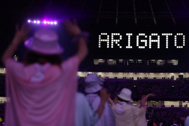 Bế mạc Olympic Tokyo 2020: Không dài lê thê phát buồn ngủ như khai mạc, ngày khép lại Thế vận hội đặc biệt nhất lịch sử tràn ngập tiếng cười, lắng đọng và ấn tượng - Ảnh 2.
