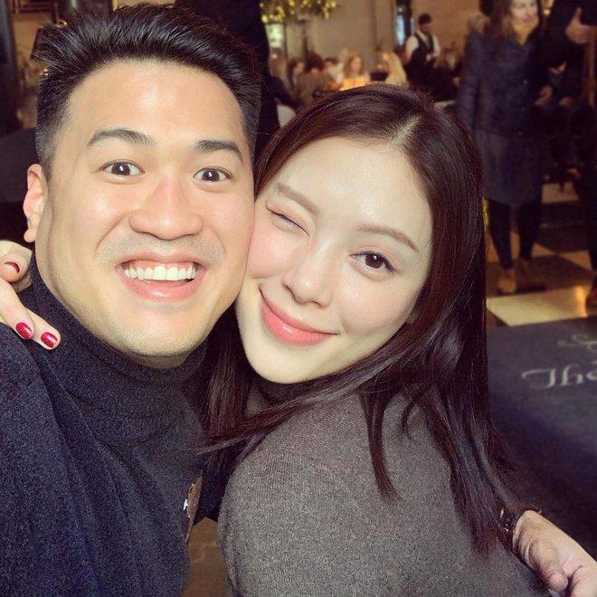 Bức ảnh con trai tỷ phú Johnathan chụp cùng Linh Rin bỗng hot trở lại, vị trí cánh tay cô bồ trở thành đề tài bàn tán - Ảnh 1.