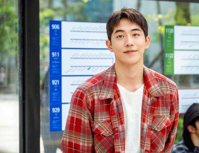 5 nam thần phim Hàn đụng đâu xịt đó: Ji Chang Wook toàn chọn sai kịch bản, Lee Dong Wook chết vai Goblin - Ảnh 7.