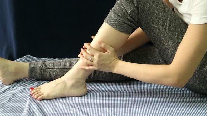 3 cách tự kiểm tra tình trạng cột sống thắt lưng tại nhà, bác sĩ nhắc nhở người trẻ lười vận động dễ mắc bệnh nhất - ảnh 3