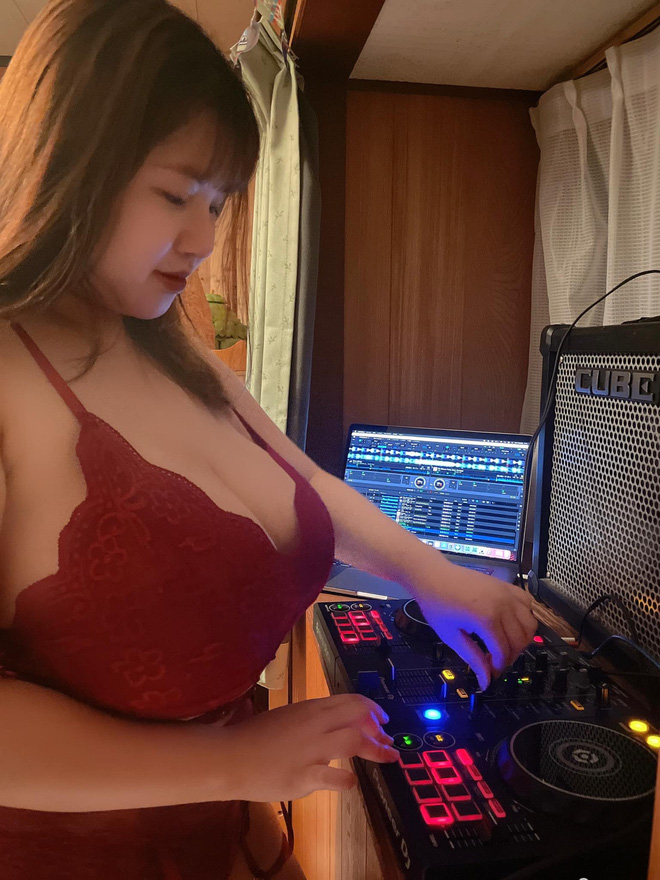 Girl Hải Dương có vòng 1 110cm ngày càng quá đà: Ảnh hở hang nhức mắt, mặc áo ngực livestream và thái độ thách thức - Ảnh 1.