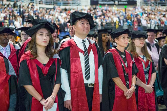 Góc khuất ẩn sau danh tiếng nền giáo dục tốt nhất thế giới của Nhật Bản: Tiến sĩ cũng đói việc, nghèo thu nhập - ảnh 1